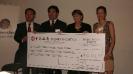 2011年代表华人社区向昆士兰州州长赈灾基金捐款
