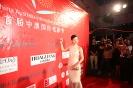 影片《中国合伙人》女演员王震在媒体墙上签名_1