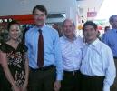 与昆士兰州州长Newman和布里斯班市市长Quirk在一起